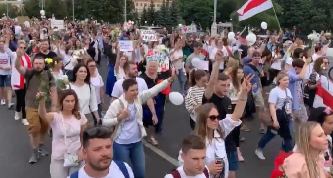 Belarus: Opoziţia intenţionează să facă presiuni pentru eliberarea protestatarilor arestaţi – International