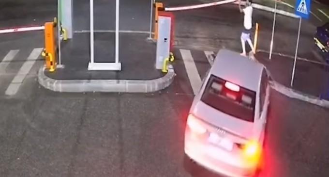 VIDEO Cum fentează unii bucureșteni barierele de la parcările publice cu plată – Administratie Locala