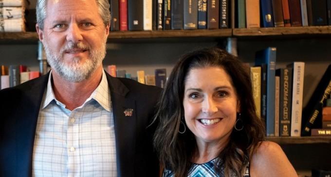 """""""Îi plăcea să se uite din colțul camerei"""": Scandalul care a lăsat una din cele mai mari universități evanghelice din SUA fără președinte – International"""