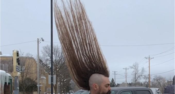 Bărbat cu mohawk de un metru, în Cartea Recordurilor / Câți ani n-a mai trecut pe la frizer – Style report