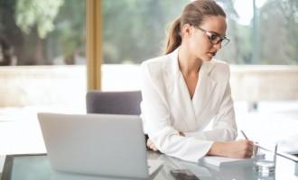 Cum scoti din anonimat orice tinuta office?