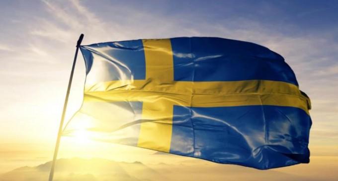 """Suedia ar putea fi prima țară """"no cash"""": Unii tineri habar nu au cum arată banii reali. Care sunt riscurile? – Esential"""