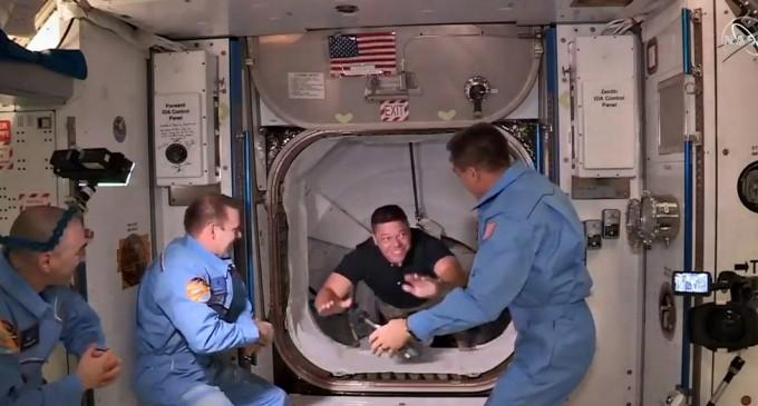 Patru astronauți americani vor vota pentru alegerile prezidențiale din spațiu – International