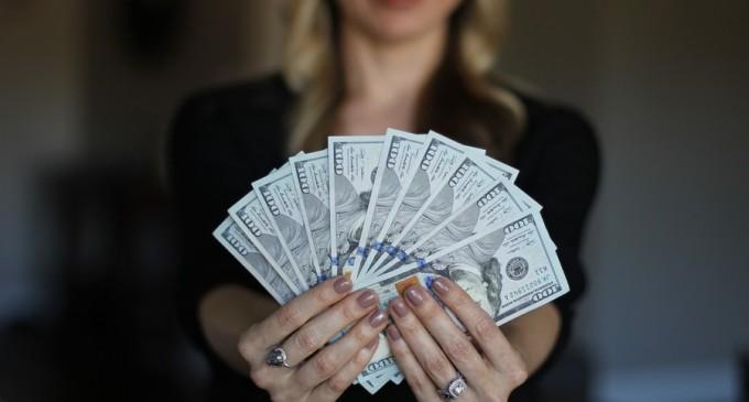 INS: La fiecare leu primit salariu de un bugetar, angajatul din privat lua 70 de bani – Finante & Banci