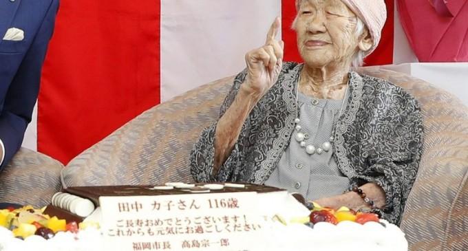 """""""Cola și jocuri de societate"""": O femeie de 117 ani a devenit cea mai bătrână persoană care a trăit vreodată în Japonia – International"""