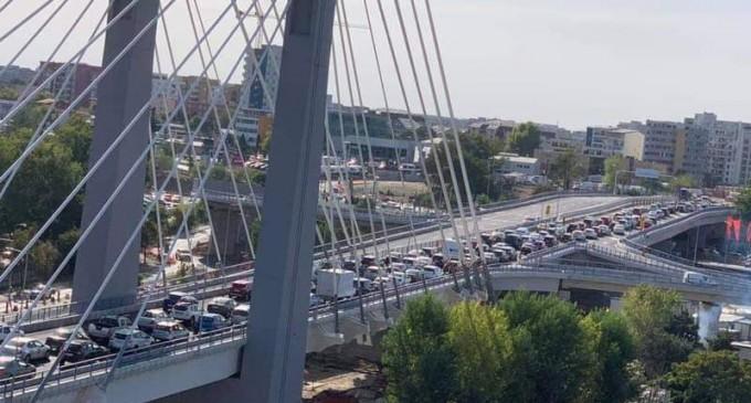 FOTO Marele blocaj de la Ciurel: Cum s-a împotmolit traficul pe noul pasaj deschis în urmă cu două zile – Administratie Locala