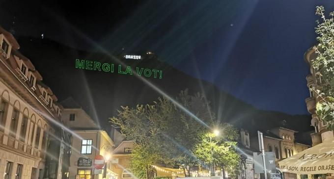 """FOTO Modul inedit în care brașovenii spun că vor schimbare: Mesajul """"Mergi la vot"""", proiectat pe Tâmpa – Esential"""