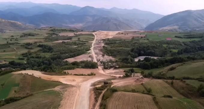 VIDEO Imagini din dronă cu primul tronson în lucru de pe autostrada A1 Sibiu – Pitești. Avans considerabil în mai puțin de jumătate de an – Infrastructura_Articole