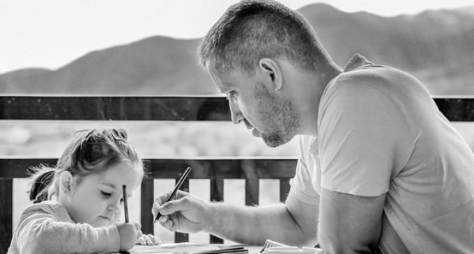 Un tată ar urma să primească 7.000 lei despăgubiri pentru că fosta soţie îl făcea de râs în faţa copiilor – Esential
