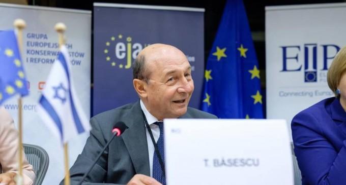 Băsescu, atac la Iohannis: Nu este suficient să ceară poporului să se spele pe mâini / Fostul președinte spune că trebuie să cerem Moscovei vaccinul rusesc – Politic