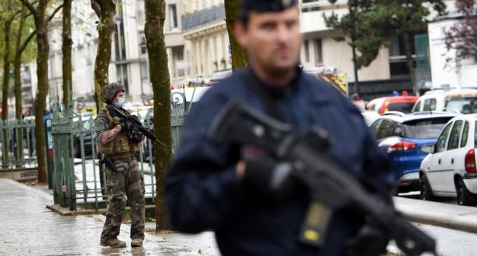 Un om decapitat lângă Paris/ Autoritățile iau în calcul un act terorist – International