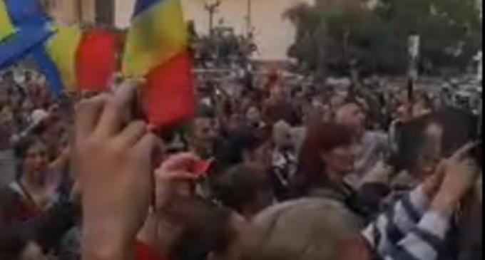 LIVEVIDEO Protest în Piața Universității față de obligativitatea purtării măștii și restricțiile impuse de Guvern – Esential