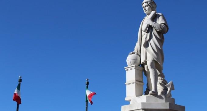 O statuie a lui Cristofor Columb demontată de pe o mare arteră din Ciudad de Mexico. Luni s-ar serba 528 de ani de la sosirea acestuia în America în 1492 – International