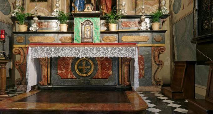 """SUA: Arhiepiscopul de New Orleans a dispus arderea unui altar profanat de un act sexual """"demonic"""" comis de preotul paroh – International"""