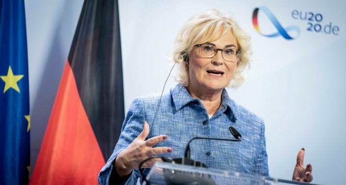 Germania: Ministerul Justiţiei, ţinta unui val de critici după ce a feminizat titulaturi într-un important proiect de lege – International