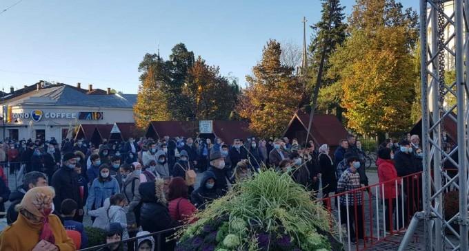 VIDEO Slujba de Sfânta Parascheva, în condiții speciale. Mitropolitul Modovei: Trăim în societatea noastră de câteva luni bune un sentiment al izolării, singurătăţii – Esential