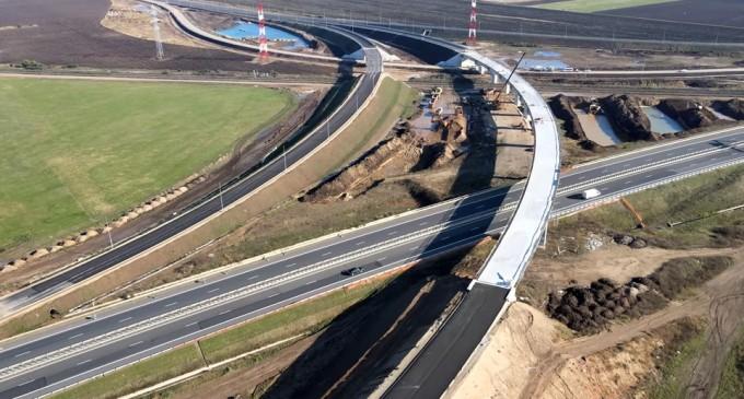 VIDEO Va fi deschisă circulația anul acesta pe Autostrada A10 Sebeș – Turda, Lot 1? Cum arată din dronă lucrările la nodul complex de la Sebeș între A10, A1 și DN1 – Infrastructura_Articole