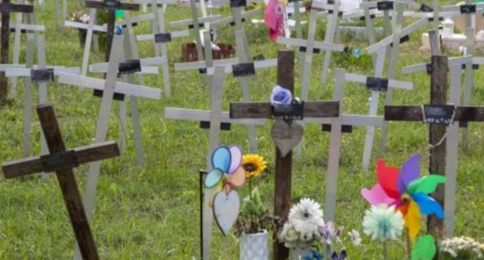 La Repubblica: La cimitirul fetuşilor din Roma au început să apară pe cruci numele femeilor care i-au avortat – International