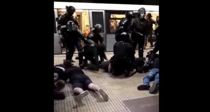 """Marcel Vela, după ce jandarmii au intervenit în forță la metrou împotriva unor ultrași: """"Nu vom permite ca aceste grupări violente să pună stăpânire pe străzi"""" – Esential"""