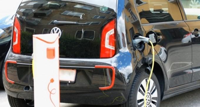 Investitorii germani, invitați în România să facă baterii pentru mașini electrice