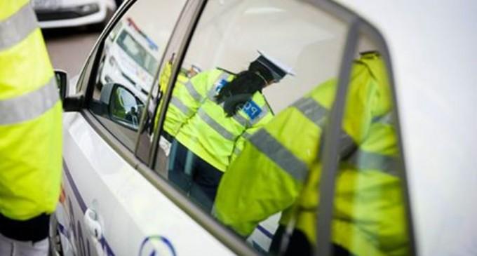 Prahova: Un ofițer a fost schimbat din funcție, după ce doi polițiști din subordine au oprit neregulamentar mașina – Esential