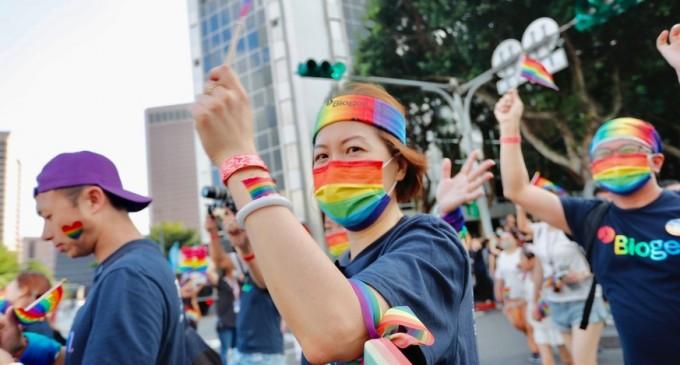 VIDEO Taiwanul a sărbătorit egalitatea şi succesul în lupta cu coronavirusul la cel mai mare Marş Pride din Asia – International