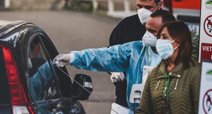 VIDEO Medicii italieni au recurs la administrarea de oxigen în mașinile din parcarea spitalului – Coronavirus