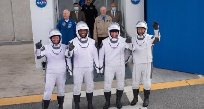 VIDEO SpaceX trimite patru astronauţi pe Staţia Spaţială Internaţională – Spatiul