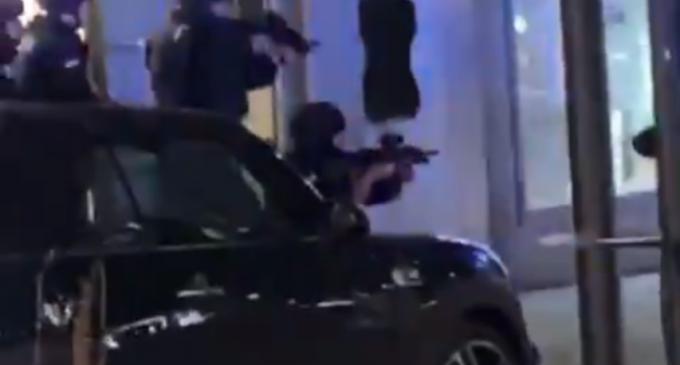 ULTIMA ORĂ VIDEO Atac armat în Viena: Mai multe persoane au fost rănite / Posibil o persoană decedată – International