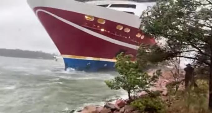 Video Un feribot cu 400 de pasageri la bord a eșuat în Finlanda – International