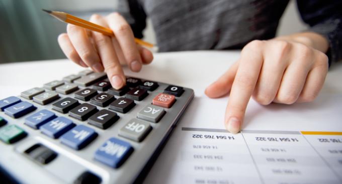 Programul de guvernare al viitorului Guvern: de la program pilot de reducere a impozitelor pe salariul minim, la controale în zona comerțului electronic și listarea băncilor de stat – Finante & Banci