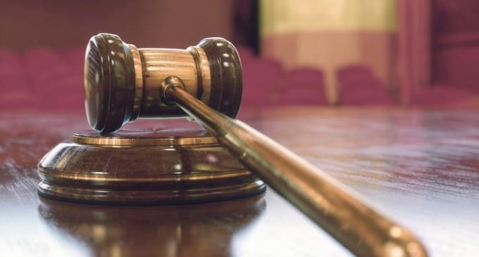 """Un italian care a violat repetat o fetiță de 8 ani se întoarce în arest. O judecătoare hotărâse să fie eliberat pe motiv că acest caz """"nu a generat ieşiri în stradă"""" / Două situații aproape identice – Esential"""