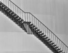 Folosirea modelelor de balustrade de inox pentru scara care duce în mansardă