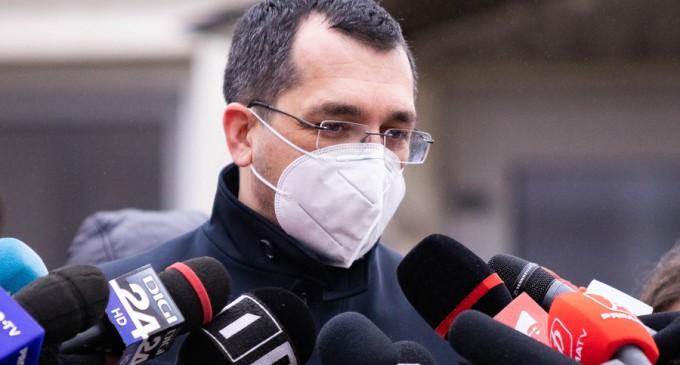 Vlad Voiculescu își cere scuze pentru că a insistat că nu scrie nicăieri că morții de COVID sunt puși în sicriu dezbrăcați și în saci de plastic / Ce scrie, de fapt, în ordinul de ministru – Esential