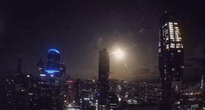 VIDEO Explozie de lumină deasupra orașului Melbourne după dezintegrarea spectaculoasă a unui meteorit – Spatiul