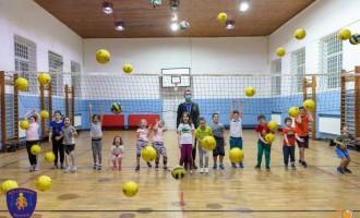 Fundatia Alexandrion susţine antrenamentele de volei pentru copii organizate de Asociaţia Club Sportiv LIFEGAMES Bucureşti