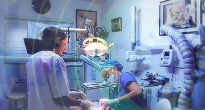 Ai nevoie de un implant dentar și îți este teamă? Iată care sunt riscurile în cazul acestei intervenții!