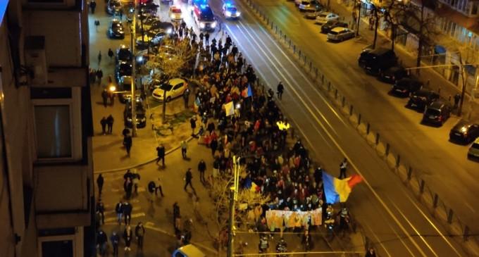 """Noi manifestații anti-restricții în Capitală și în alte orașe din țară / La Brăila se scandează """"Arafat, nu uita, asta nu e țara ta!"""" VIDEO – Esential"""