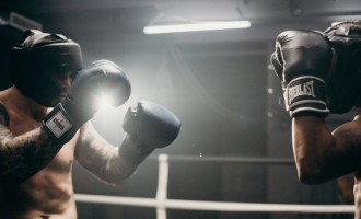 Bucura-te de fiecare KO cu o strategie inteligenta de pariuri live pe box!