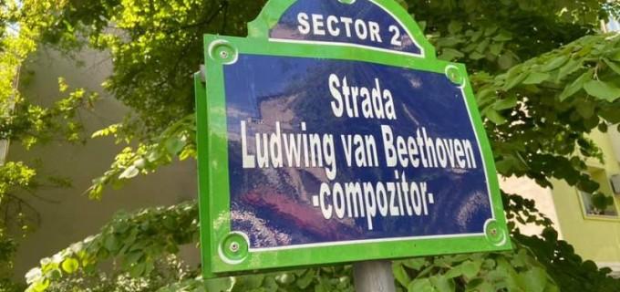 """FOTO Indicatoare """"ca la Paris"""", dar cu denumiri greșite. De 15 ani, pe străzile din București, Ludwig van Beethoven este Ludwing, iar Rahmaninov este Rahmaniniov – Administratie Locala"""