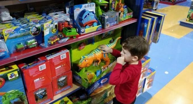 Jucariile traditionale sau jucariile electronice? Care sunt mai bune pentru copii?