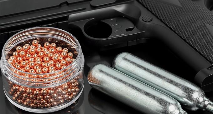 Arme cu aer comprimat. Cum funcționează și unde pot fi utilizate?