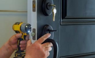 Reparații uși metalice efecuate de specialiști
