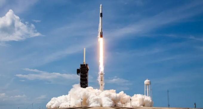SpaceX lansează miercuri prima sa misiune de turism spațial. În premieră, patru civili vor ajunge pe orbita terestră și vor sta trei zile în spațiu – Spatiul